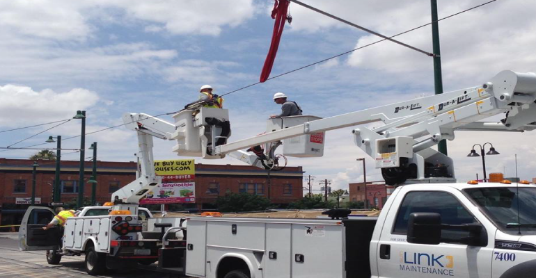 Tucson Streetcar Stopped By Dump Truck – Arizona Daily